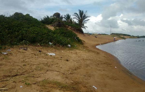 Pontal: Até papel higiênico jogado na areia do Riozinho