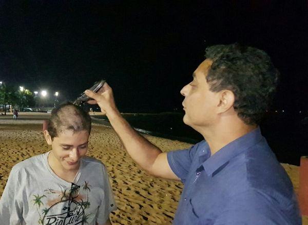 Vai cursar Direito na UFES: Delegado raspa cabeça do filho após quase mil pontos na Redação do Enem