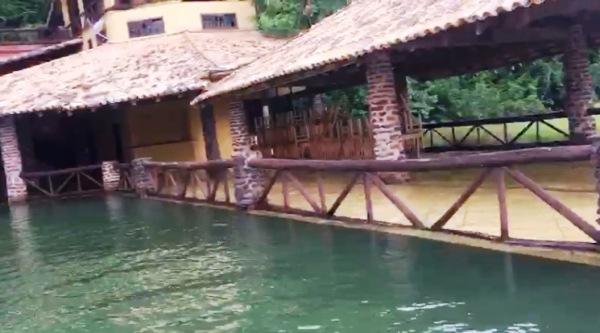(Vídeo) Cheia da Lagoa Juparanã: Cenas impressionantes da Praia do Minotauro