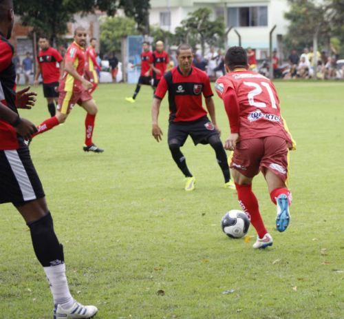 Fim de semana com muito futebol em Linhares, na sede e interior