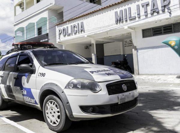 Bandidos rendem família, saqueiam casa, roubam carro e dinheiro em Sooretama