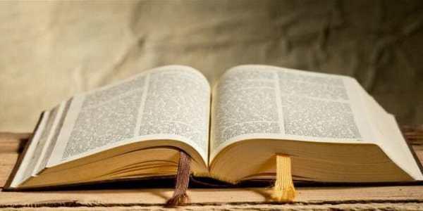 Bandido desiste de roubo e salta de ônibus ao ouvir versículos bíblicos