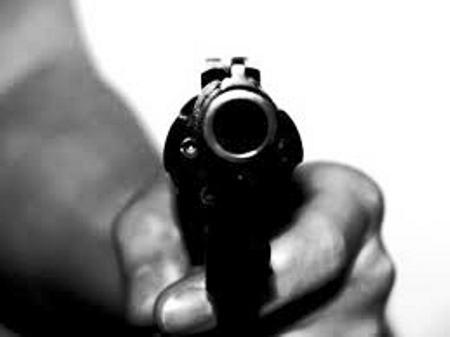 Bandidos assaltam jovens no bairro Araçá