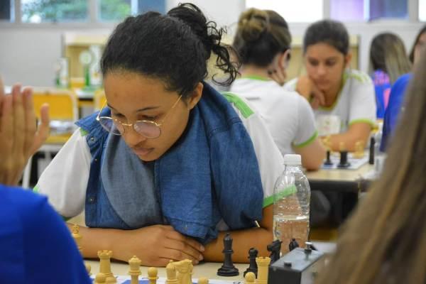 Estudante de Linhares é destaque no xadrez com apenas três meses de estudo