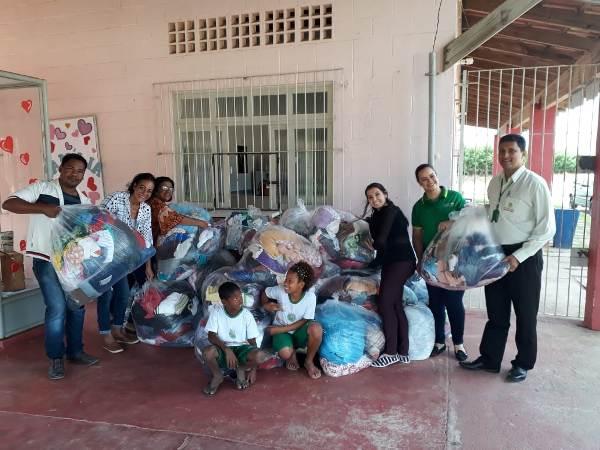 Supermercado de Linhares entrega milhares de agasalhos à famílias carentes