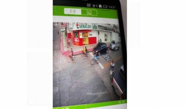 Bandidos assaltam loja de celulares e fogem de bicicletas, no Interlagos