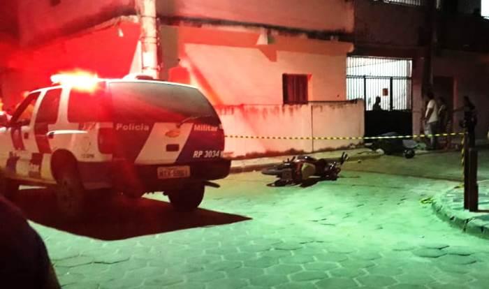 Dois jovens baleados em Sooretama. Um morreu