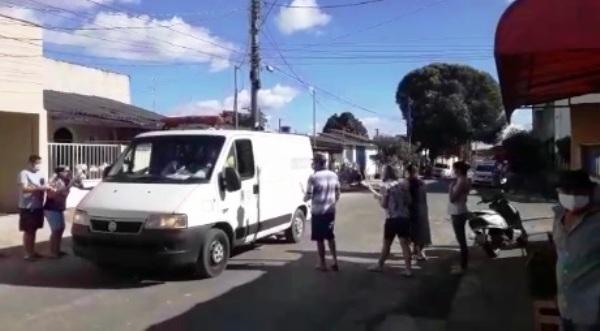 Linhares ultrapassa 1000 casos de Covid-19. Familiares se desesperam no adeus sem velório à mais uma vítima