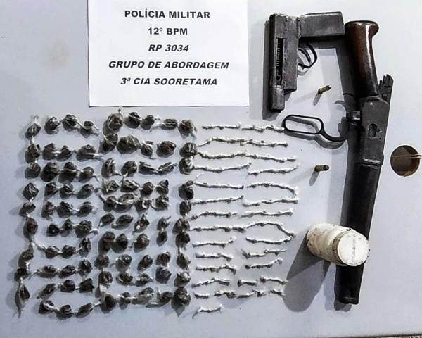 Armas de fogo e drogas apreendidas em Sooretama. Três indivíduos foram conduzidos
