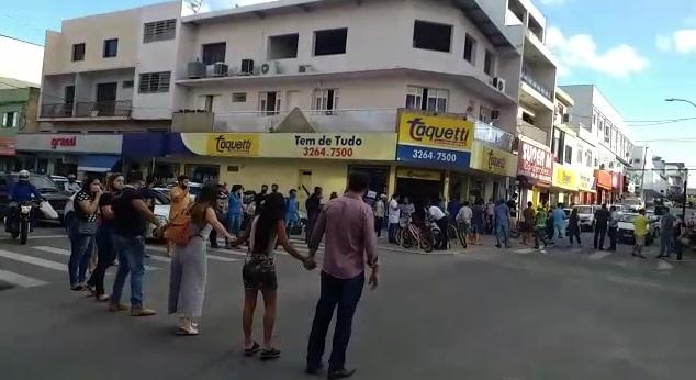 Comerciante fazem manifesto no Centro de Linhares