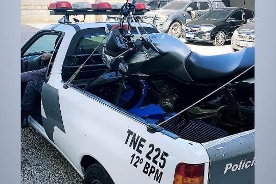 Assaltantes rendem entregador de lanche no bairro Aviso