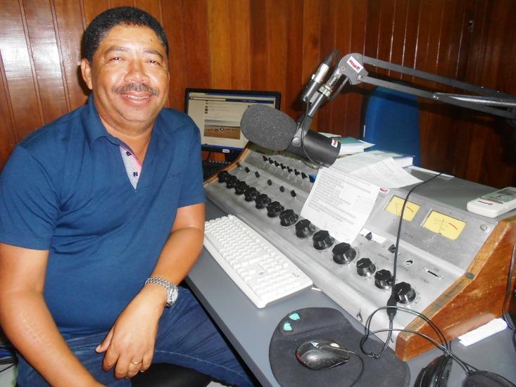 """Anazildo Reis, um dos """"patrimônios"""" do rádio em Linhares"""