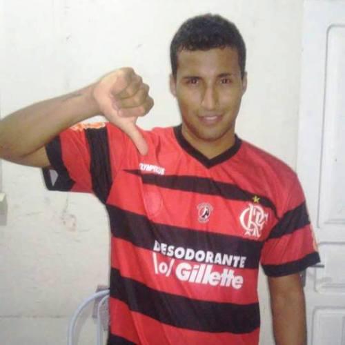 Vascaíno perde aposta, é obrigado vestir camisa do Flamengo e inda postar na rede social
