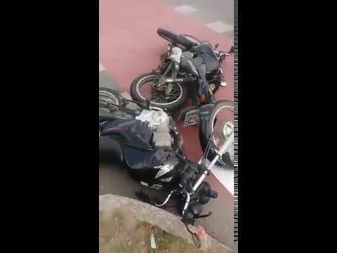 Motocilistas saem feridos de acidente no Interlagos
