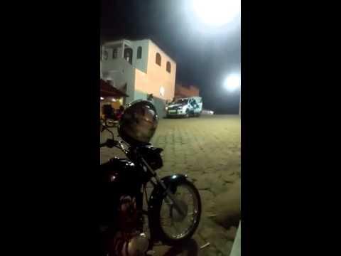 Condutor empina moto na frente da PM em São Rafael
