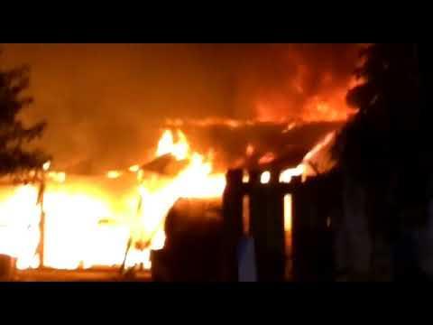 Fogo destrói casa no bairro Interlagos.